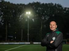 Duitse voetbalfans willen nog altijd op de foto met Trekvogels-coach Erwin Koen