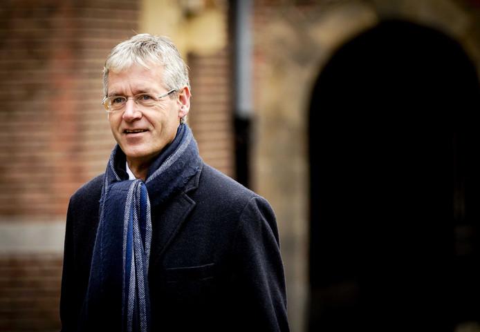 Arie Slob, minister voor Basis- en Voorgezet Onderwijs en Media, komt aan op het Binnenhof voor de ministerraad.