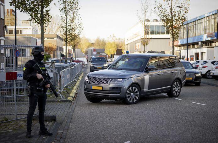 Zware beveiliging bij de rechtbank De Bunker in Amsterdam Osdorp.