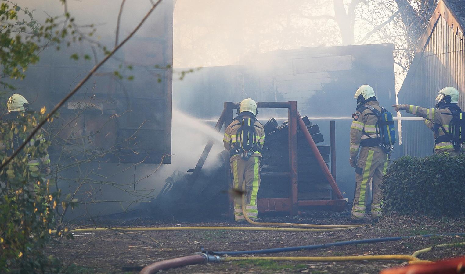 In Balkbrug was een oplegger van een vrachtwagen in brand gevlogen.