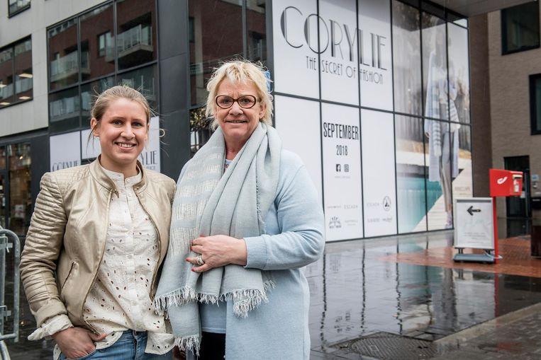 Julie Defryn (27) en Patricia Couvreur (57) voor de zaak, die naar De Muntverhuist.