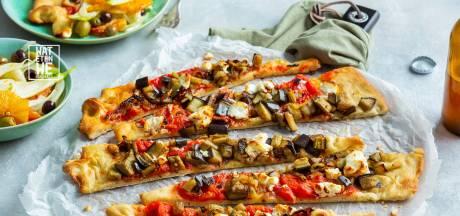 Wat Eten We Vandaag: Pizza met gekonfijte ui en venkel-sinaasappelsalade