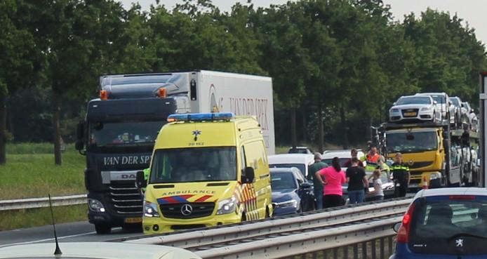 Bij het ongeluk bij de Merwedebrug zijn drie voertuigen betrokken.