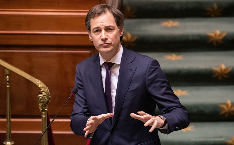 Premier Alexander De Croo (Open Vld) pleitte in de Kamer voor 'enige rust in de communicatie'. Beeld BELGA