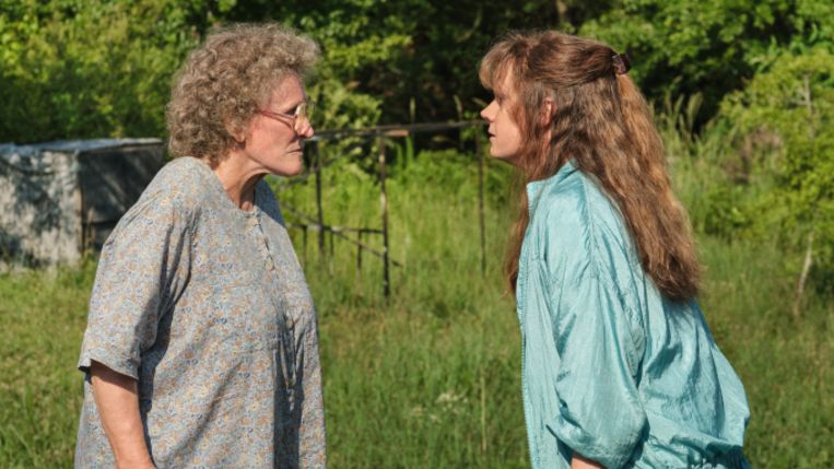Glenn Close en Amy Adams in 'Hillbilly Elegy' Beeld Netflix