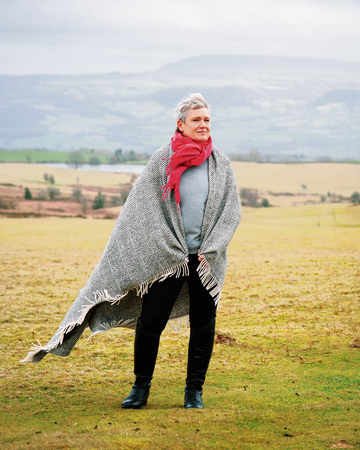 Kate Bingham in Wales, waar ze met haar gezin woont.  Beeld Francesca Jones / Telegraph