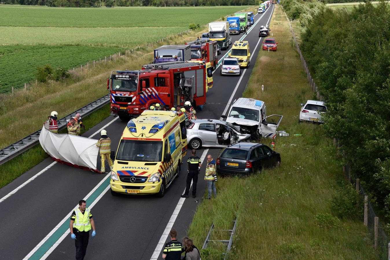 Op de N36 bij Stegeren is een ernstig ongeluk gebeurd. De weg is afgesloten.