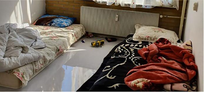 Een van de Tilburgse kinderkamers voordat die de afgelopen week van nieuwe bedden zijn voorzien.