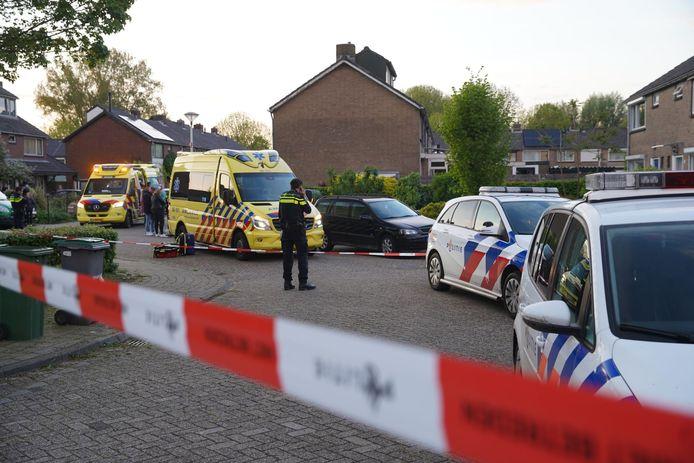 De massaal toegesnelde hulpdiensten trokken veel bekijks na het steekincident in Zutphen.