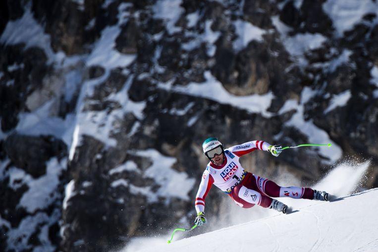 Vincent Kriechmayr uit Oostenrijk snelt de helling af tijdens de downhill-race voor heren op de FIS Wereldkampioenschappen alpineskiën in Cortina d'Ampezzo, Italië. Beeld EPA