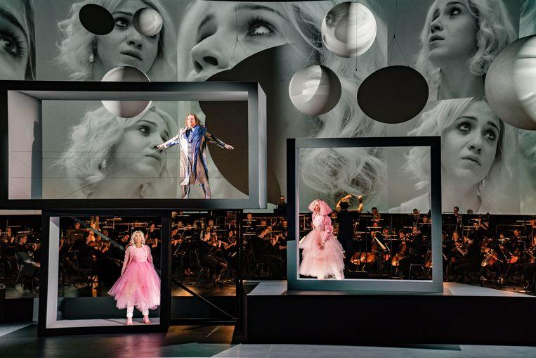 Een dwerg wordt het slachtoffer van hokjesgeest in de opera van Zemlinsky. Beeld Marco Borggreve