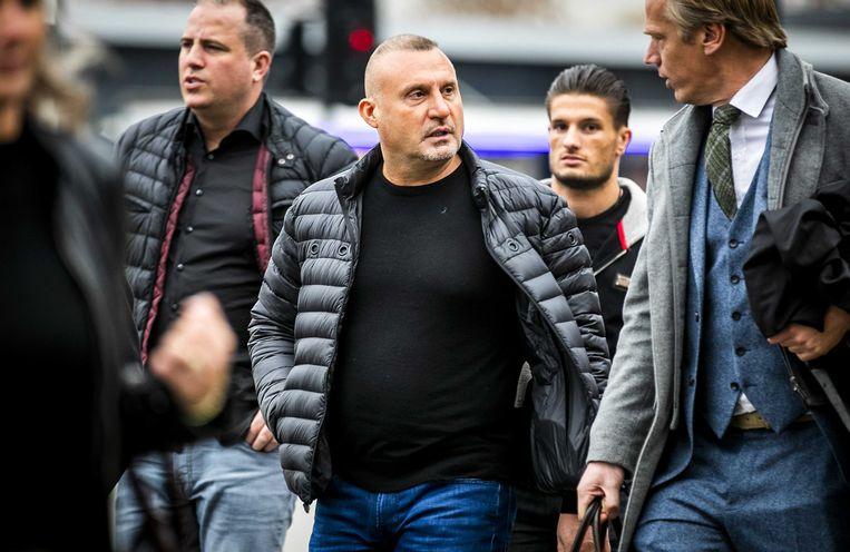 Klaas Otto (tweede links), Nederlandse crimineel en volgens Nicky S. zijn beste vriend. Beeld ANP