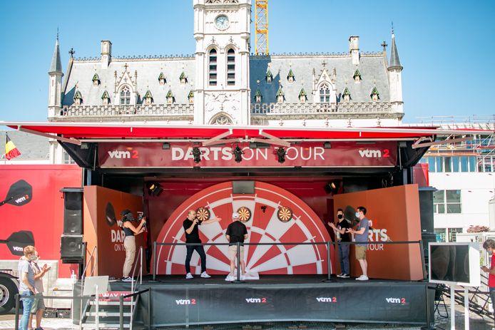 De dartstruck van VTM 2, op de Grote Markt van Sint-Niklaas.