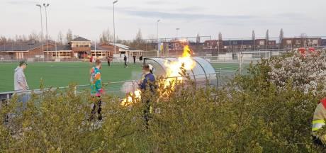 Vandalen stichten brand bij VV Hooglanderveen