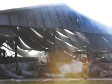 Boxmeer adviseert na grote brand Oeffelt om roetdeeltjes van je auto te wassen
