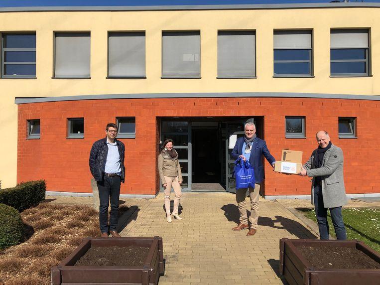 Rotary Club Diest schenkt medisch materiaal aan triagepost in Diest.