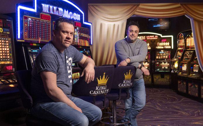 """Marco de Koning (links) en David Kraaijveld van King Casino's in Eibergen willen een tweede vestiging openen in Haaksbergen. """"Er is hier echt vraag naar een onderneming als de onze."""""""