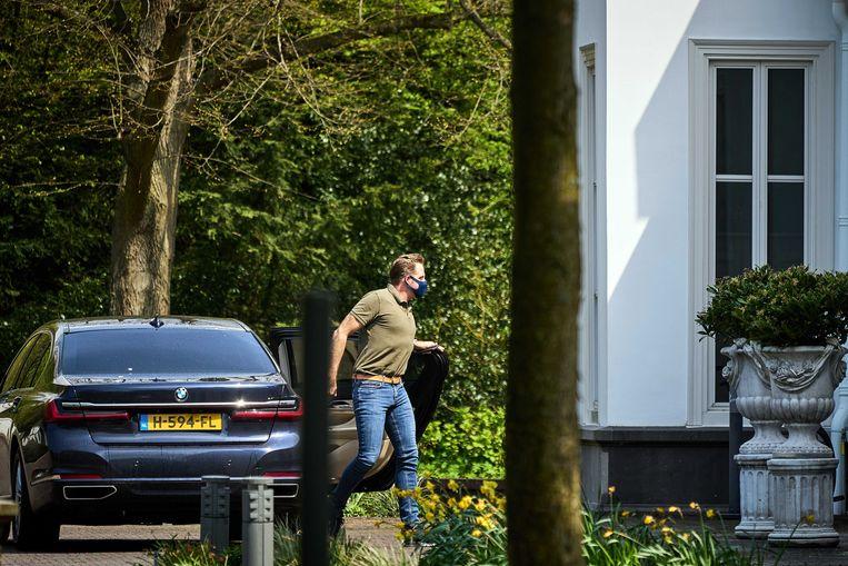 Minister Hugo de Jonge arriveert bij het Catshuis.  Beeld EPA