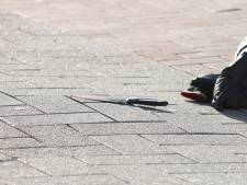 Tiener zwaargewond bij steekpartij in Rotterdam, politie zoekt dader