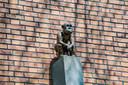 Kijk, een aap! Zo is de toepasselijke  titel van het kunstwerk van Robert Vulkers aan de Meerssenstraat.