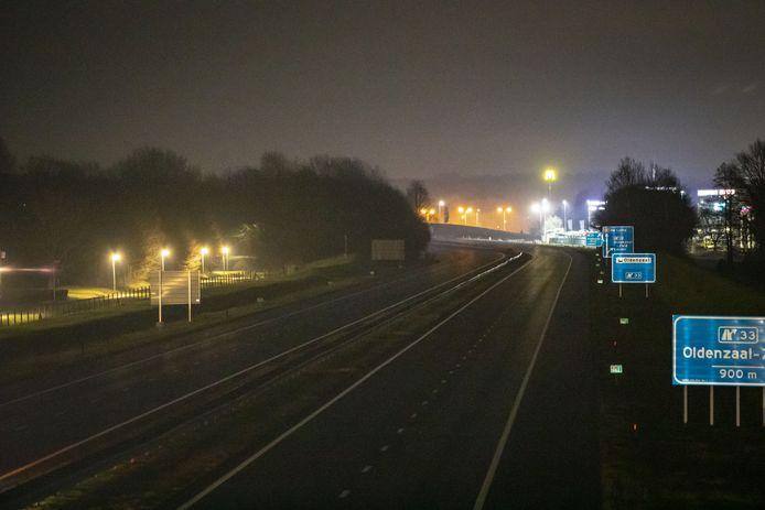 Door het ingaan van de avondklok om 21.00 uur is de A1 leeg.