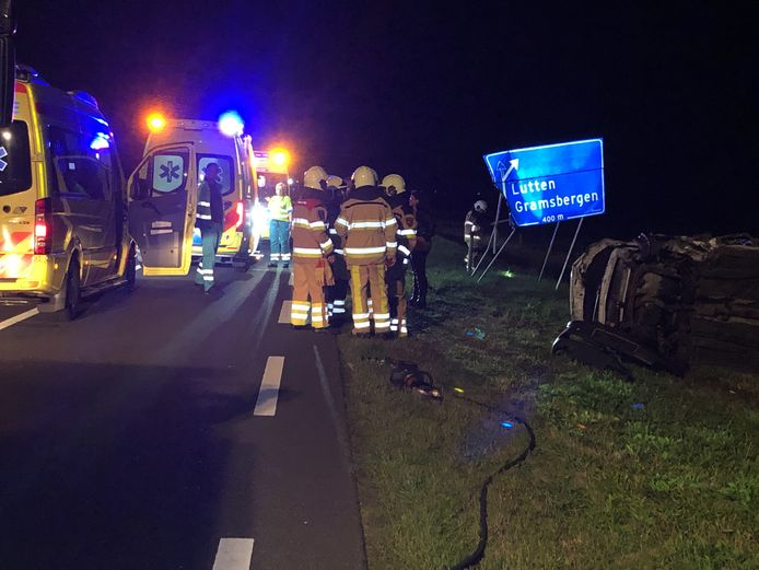 De auto kwam tot stilstand tegen een bord langs de Jachthuisweg bij Lutten.
