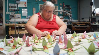"""Art Studio Brikat vouwt kraanvogels voor vrede: """"Een streefcijfer hebben we niet. Hoe meer hoe liever"""""""
