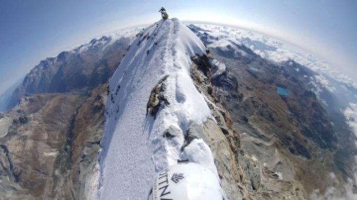 Des images époustouflantes du sommet du Mont Cervin en Suisse.