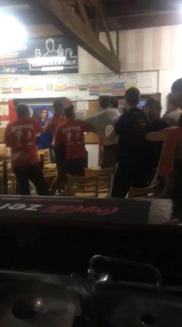 De spelers en enkele supporters gingen op de vuist.
