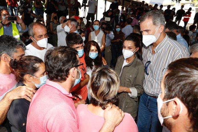 Op La Palma spraken Felipe en Letizia onder meer met enkele slachtoffers, die door de vulkaanuitbarsting noodgedwongen hun huis moesten verlaten.