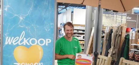 Almelose winkel draait topomzet: 'Zwembadjes vliegen de deur uit'