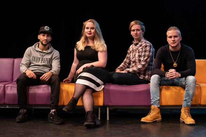Vier van de vijf jongeren bij de première van de documentaire Jongeren zorgen. Ylli Raaijmakers. Froukje van den Berg, Hendrick van Oldenbeek, en Martijn van der Veen.  Kevin Keukelaar ontbreekt op de foto.