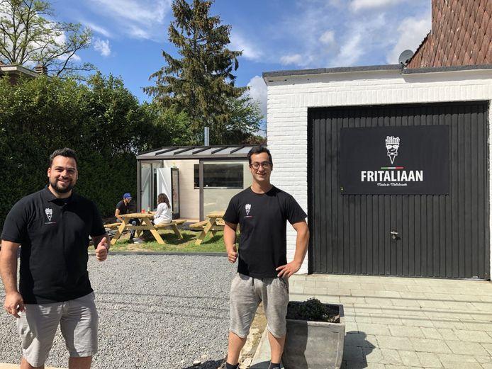 Renato (links) en Angelo openen zondag hun frituur Fritaliaan in Melsbroek.