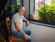 Oehoe bouwt nest met drie kuikens op de vensterbank van Jos: 'Ze kijken 's avonds televisie met mij'