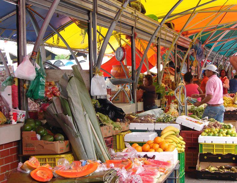 De drijvende markt in Willemstad, de hoofdstad van Curaçao.  Beeld MCT via Getty Images