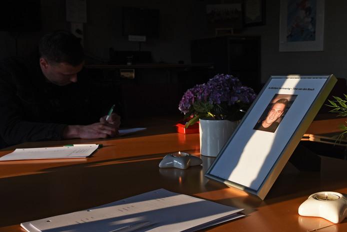 In de bestuurskamer van voetbalvereniging  Virtus in Zevenbergen ligt sinds maandagavond een condoleanceregister.