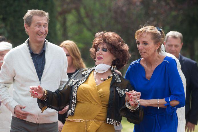 Op de set van de Kampioenen-film met personages  Pol,Carmen en Bieke