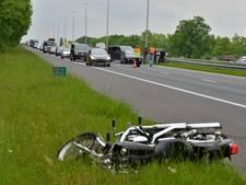 Motorrijder gewond na remfout, file op de A50
