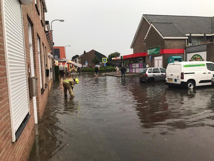Wateroverlast in Oud-Vossemeer.