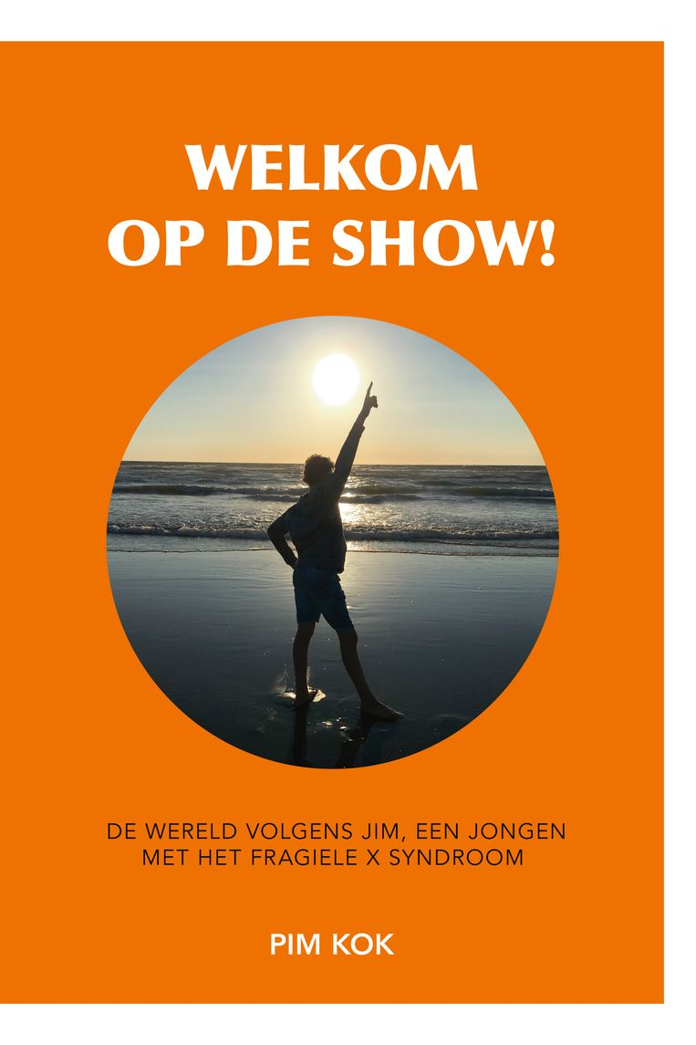 Pim Kok: Welkom op de show. Uitgeverij Olivia Media. € 14,99.  De opbrengst van het boek gaat naar de Fragiele X Vereniging Nederland. Beeld