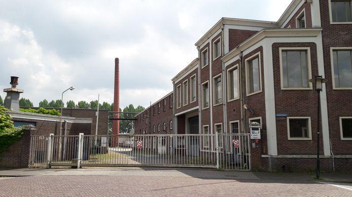 De toegang van het Van Besouwterrein aan de Kerkstraat.
