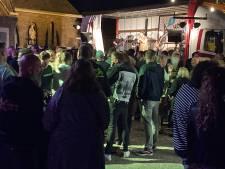 Een vol plein bij Hoeven Live!: 'Iedereen is blij om weer eens een avondje te genieten'