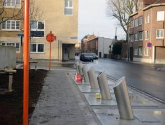Het Hoornplein in Leuven is vernieuwd, en speciaal voor de mensen die hun glas náást de glascontainers kwamen dumpen: die zitten nu ondergronds