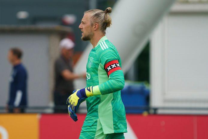 Debutant Remko Pasveer was direct aanvoerder bij Ajax.