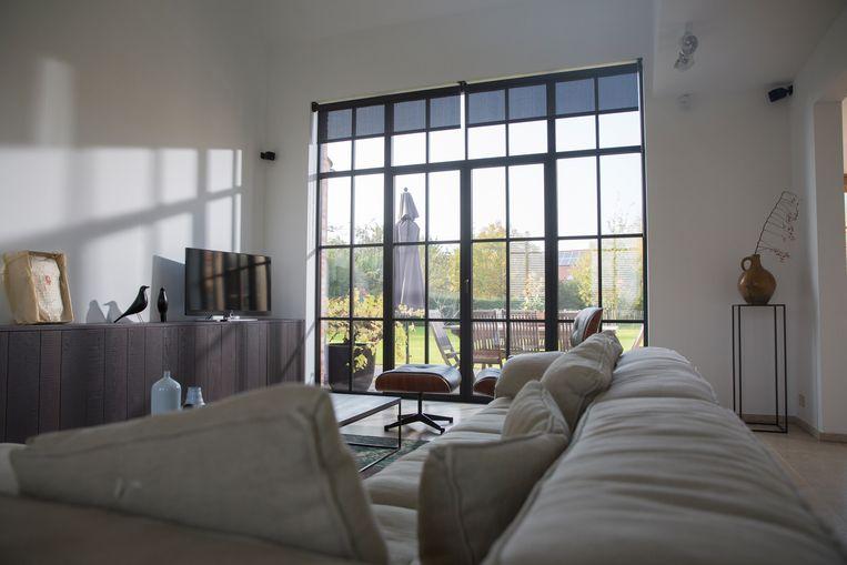 Ook ramen met een steellook zijn in trek: ze lijken op authentieke stalen ramen, maar zijn gemaakt van aluminium.