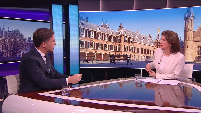 Premier Rutte in gesprek met Mariëlle Tweebeeke van Nieuwsuur. Beeld Nieuwsuur
