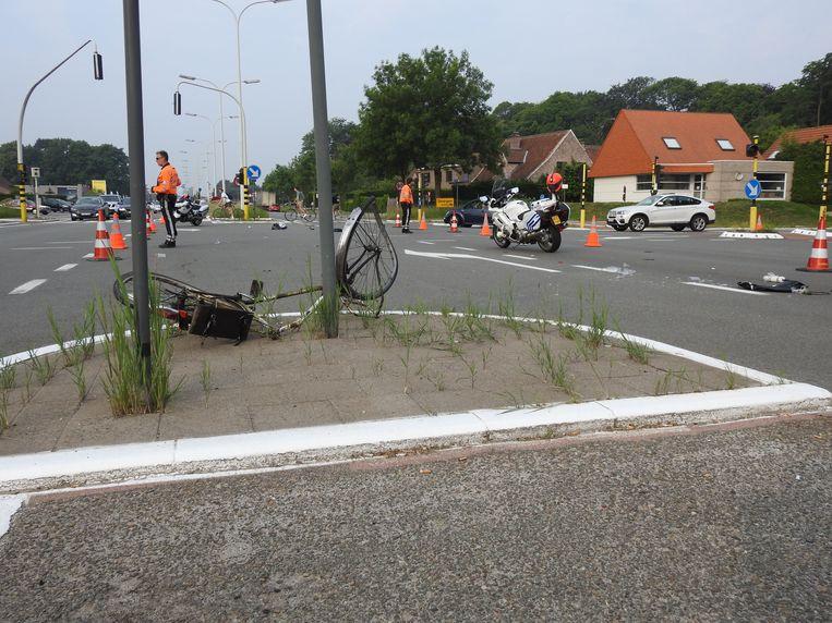De fietser werd opgeschept, maar de aanrijder liet hem achter.