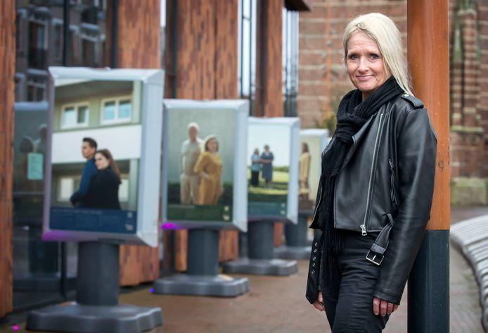 Mireille bij de expositie over huiselijk geweld in Oosterhout.