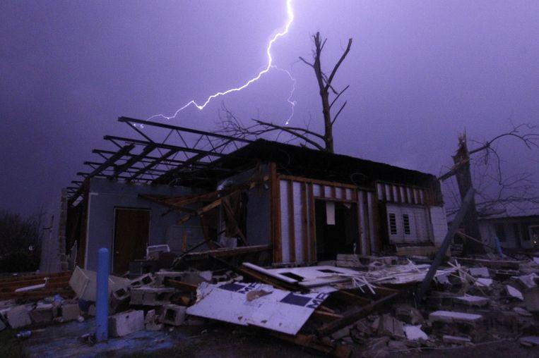Een tornado heeft huisgehouden in Jefferson County, Alabama. Beeld Butch Dill / AP