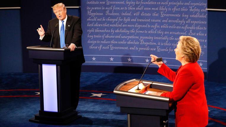 Donald Trump (links) en Hillary Clinton en Hempstead. Beeld null